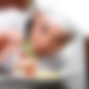bigstock-chef-decorating-delicious-dess-8076996.jpg