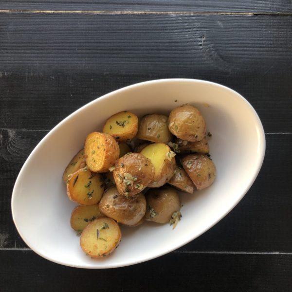 Отварной мини картофель с розмарином и чесноком 1