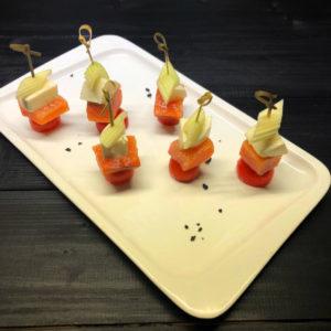 Канапе с лососем и моцареллой(заказ от пяти штук)