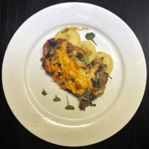 Баранина запеченная с грибами и сыром и пюре из картофеля