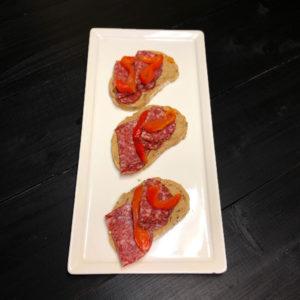 Мини брускетта с салями (заказ от трех штук)