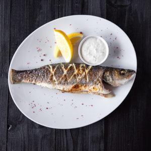 Целая рыбка сибас Прованс