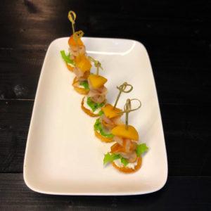 Канапе с вяленой куриной грудкой и ананасом(заказ от пяти штук)