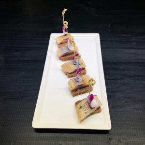 Канапе с селедкой и ароматным маслом на бородинском хлебе (заказ от пяти штук)