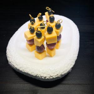 Канапе с сыром и виноградом(заказ от пяти штук)