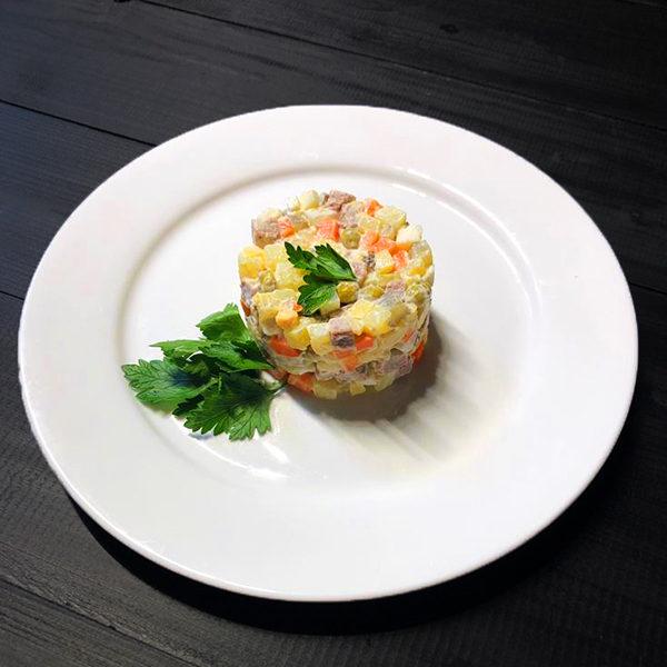 Салат Оливье с телятиной в стол 1