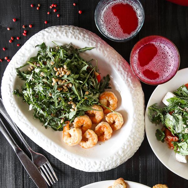 Салат с рукколой и креветками 1