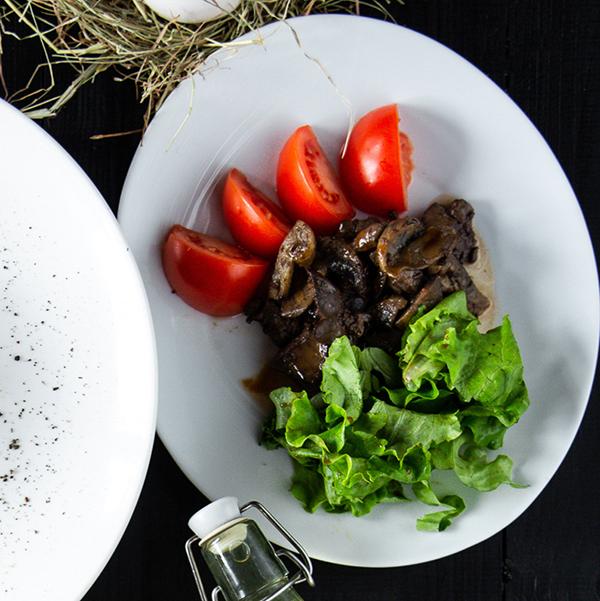Салат с куриной печенкой и грибами 1