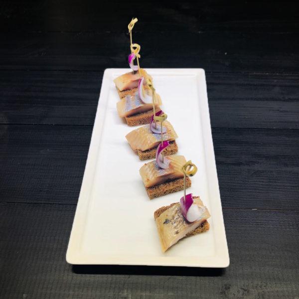 Канапе с селедкой и ароматным маслом на бородинском хлебе (заказ от пяти штук) 1