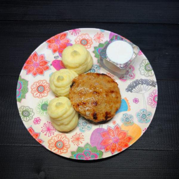 Куриная котлетка с картофельным пюре 1