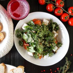 Салат в стол из баклажанов с кинзой и овощами