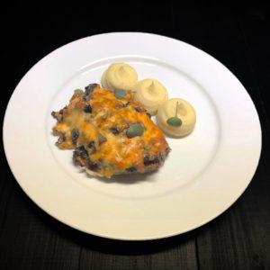 Свинина запеченная с грибами и сыром и пюре из картофеля